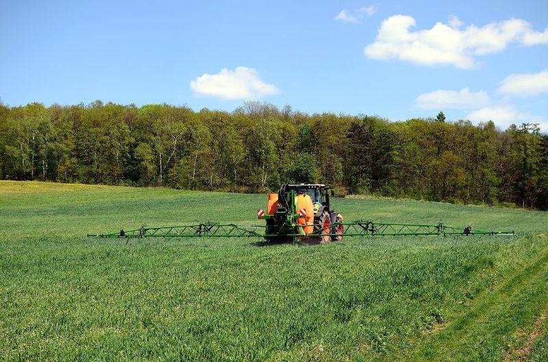 Pesticídy – základné delenie a význam v poľnohospodárstve